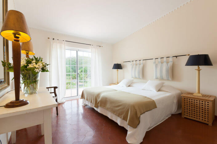 luxurious bedroom, doors to garden, Schlaffzimmer , slaapkamer