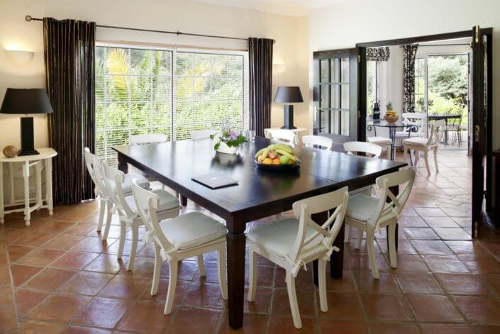 large diningroom and well equipped kitchen